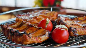 Barbecue ribs and tomatoes.