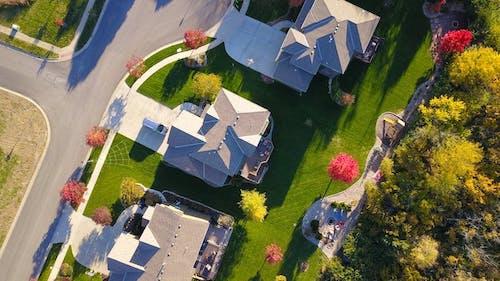 An aerial few of a neighborhood.