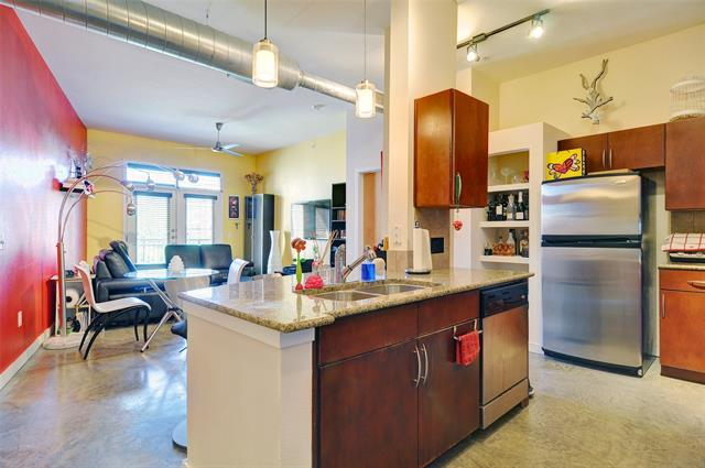 201 W Lancaster Avenue kitchen and living room
